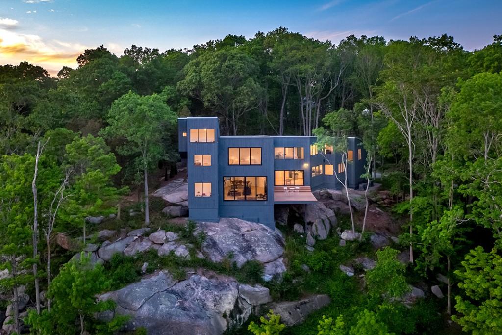 Connecticut Contemporary Overlooking A Wildlife Sanctuary Asks 2 2m Exterior B