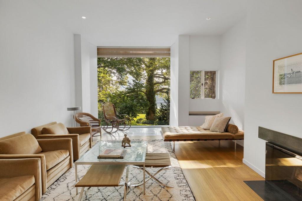 Im Pei Manhattan Townhouse Sells Living Room