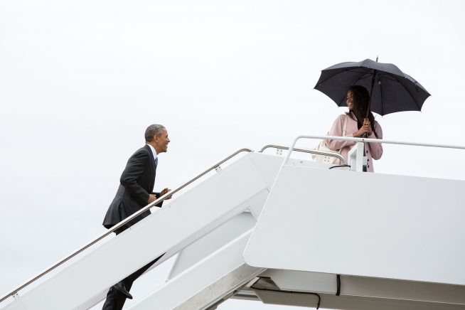 Barack Obama and his daughter Malia board Air Force One.