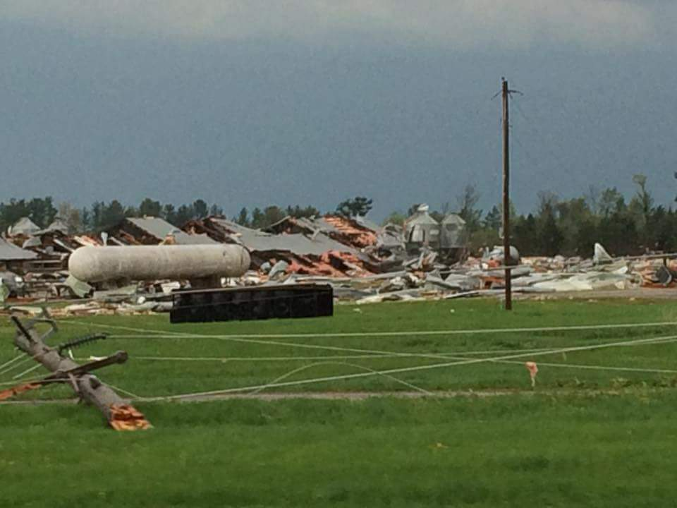 Sheriff: 1 dead after tornado hits Wisconsin trailer park