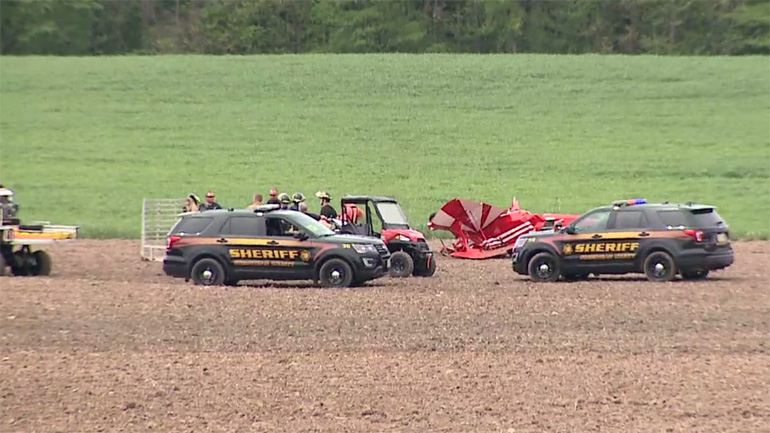 2 hurt in plane crash on western MI airport's runway