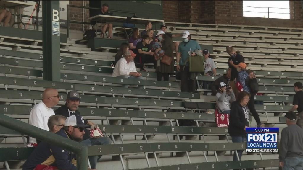 Huskies Fans Reax