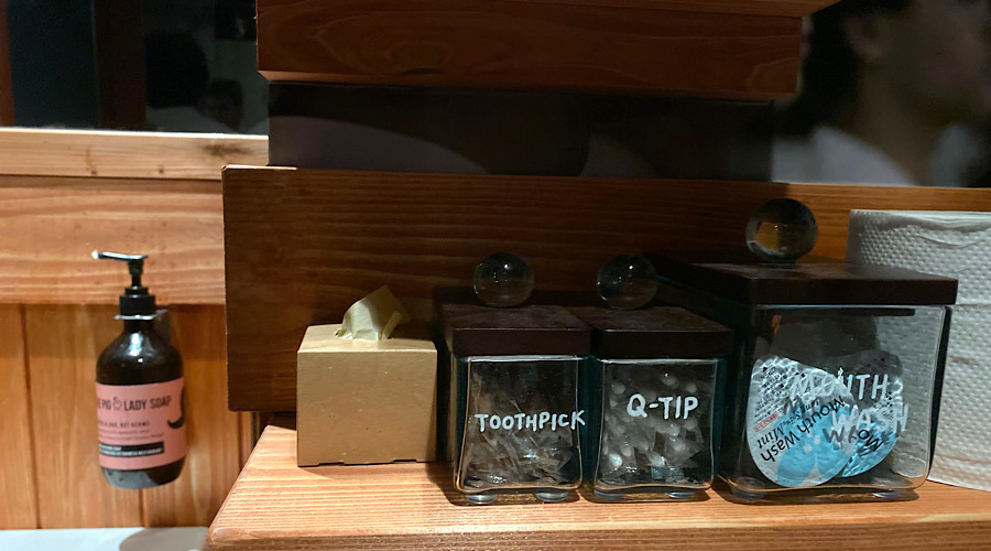 bathroom amenities at pig and the lady tokyo
