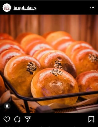 rows of shiny, golden, sesame-topped buns
