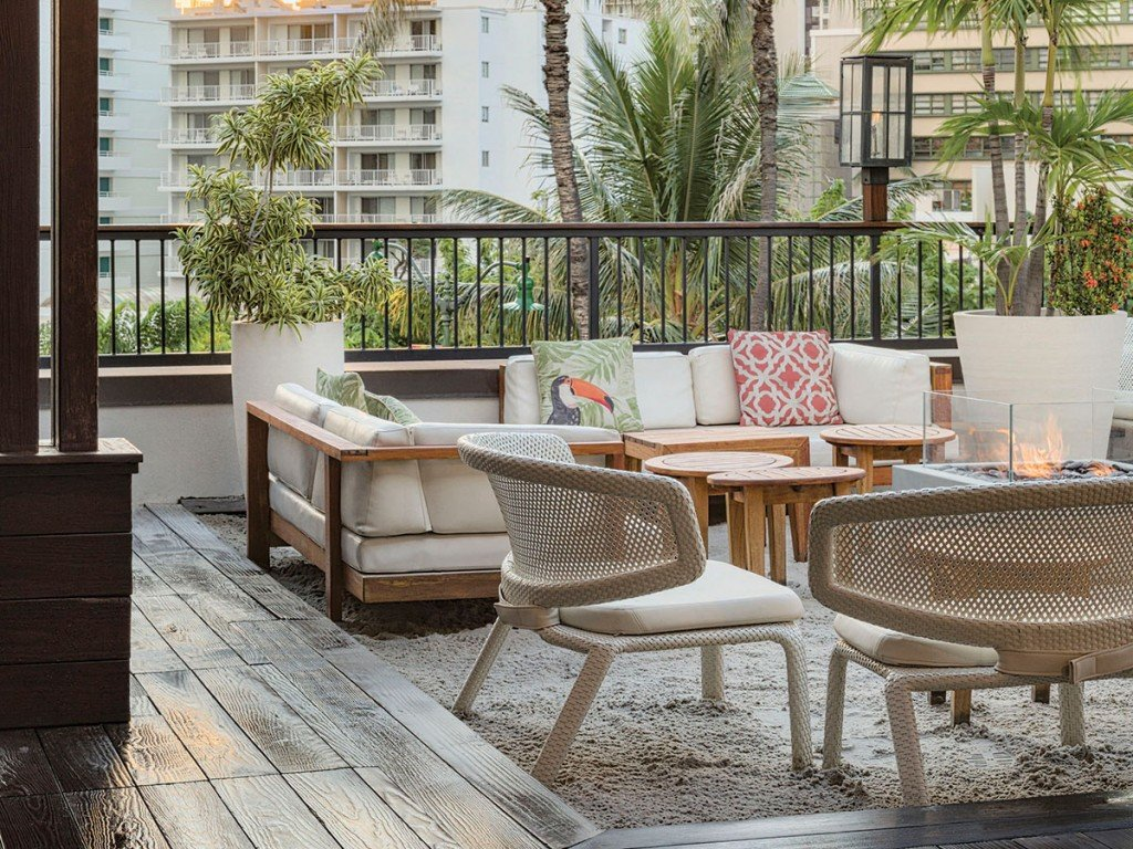 The Best Places To Eat Outside In Waikiki Right Now Tommy Bahama Restaurant Cover