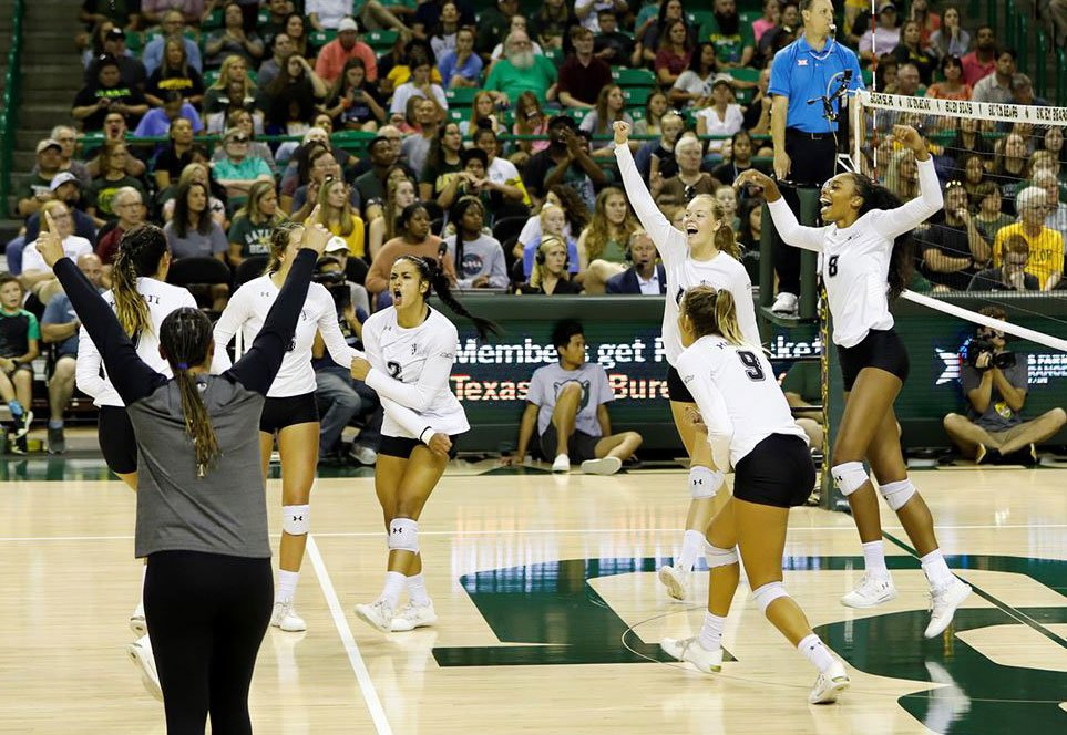 Uh Womens Volleyball Thumbnail