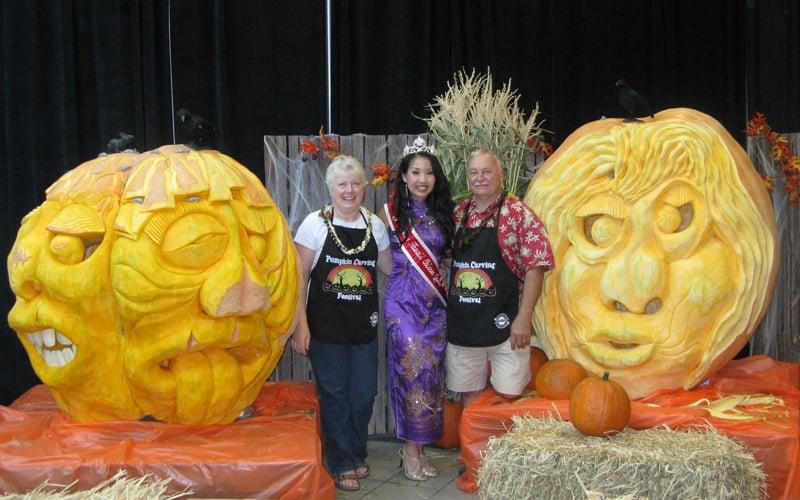Windward Mall Pumpkin Carving Festival 1