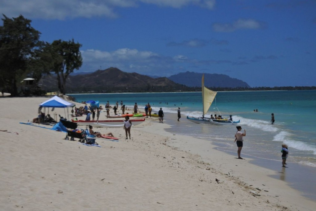 Oahu Neighborhood Guide Quarantine Edition We May Be Social Distancing But Kailuas Beaches Are Still Packed Crowded Beaches
