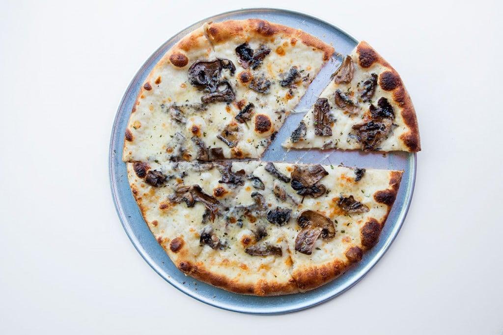 Mokus Hamakua Mushroom Pizza Olivier