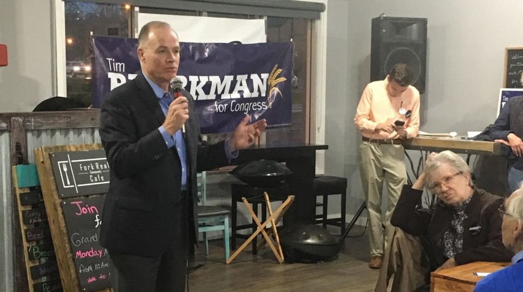 Democrat Tim Bjorkman meets with voters in Rapid City at the Fork Real Cafe on Nov. 2, 2018.