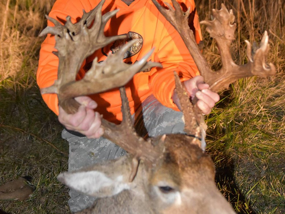Illinois hunter bags 51-point nontypical buck - Outdoornews