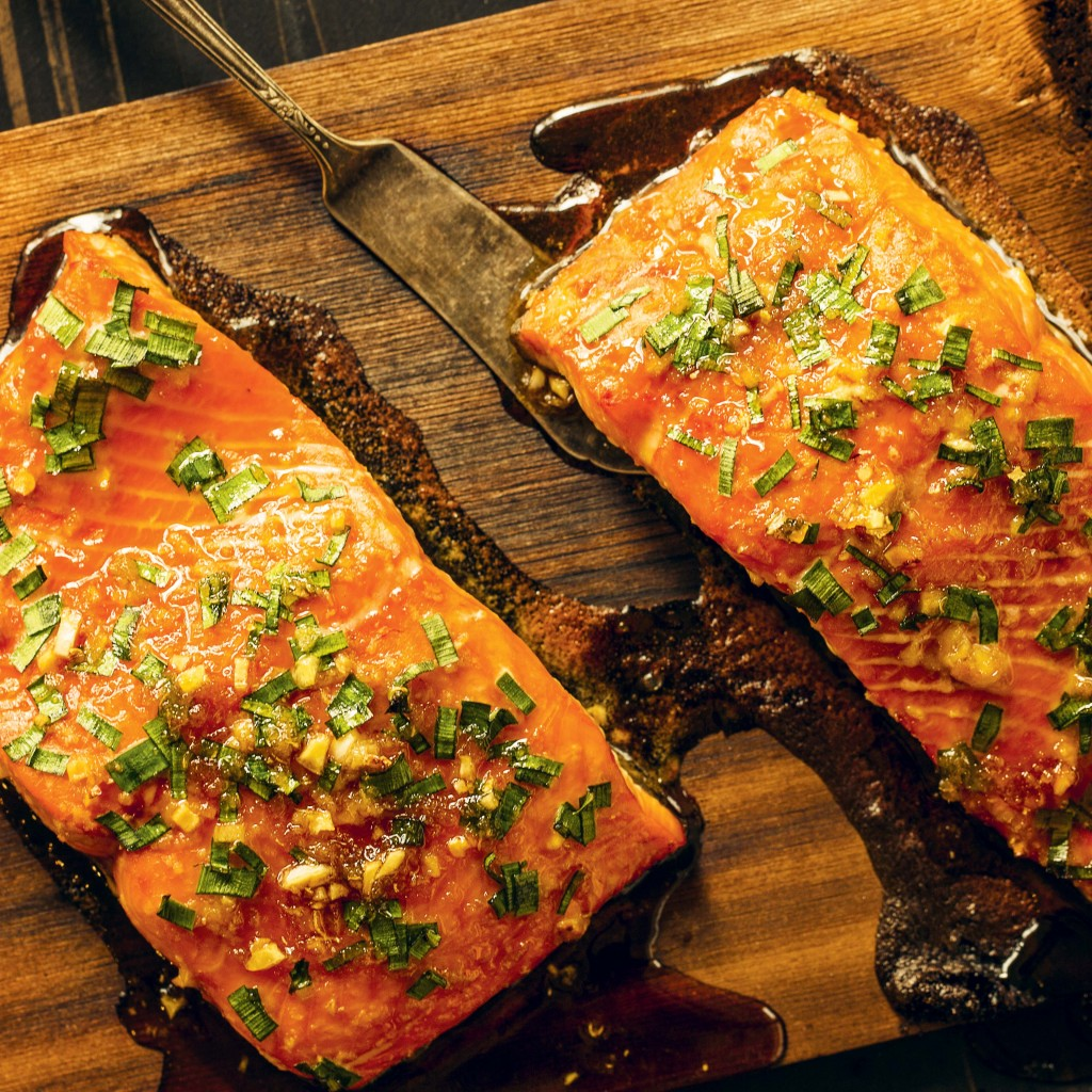 Backyardfirecookbook P199 Cedar Planked Salmon