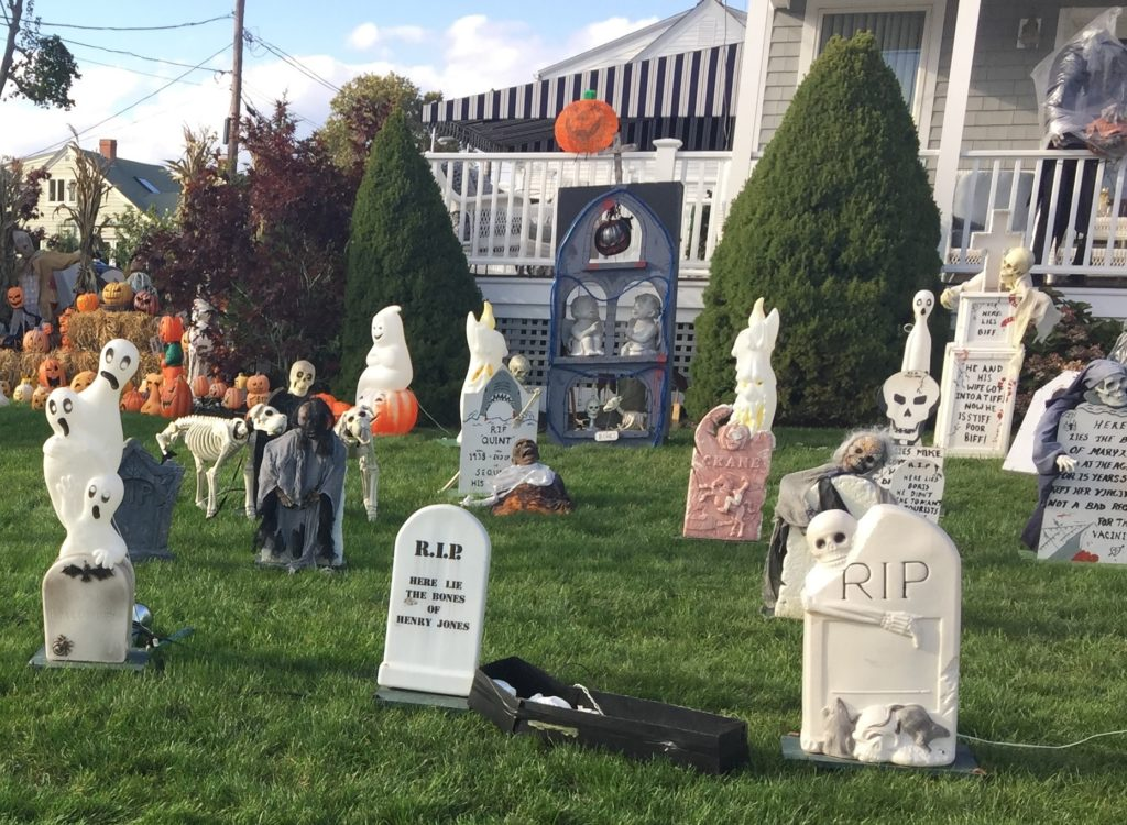 13 fun halloween displays at local homes rhode island for Local house builders