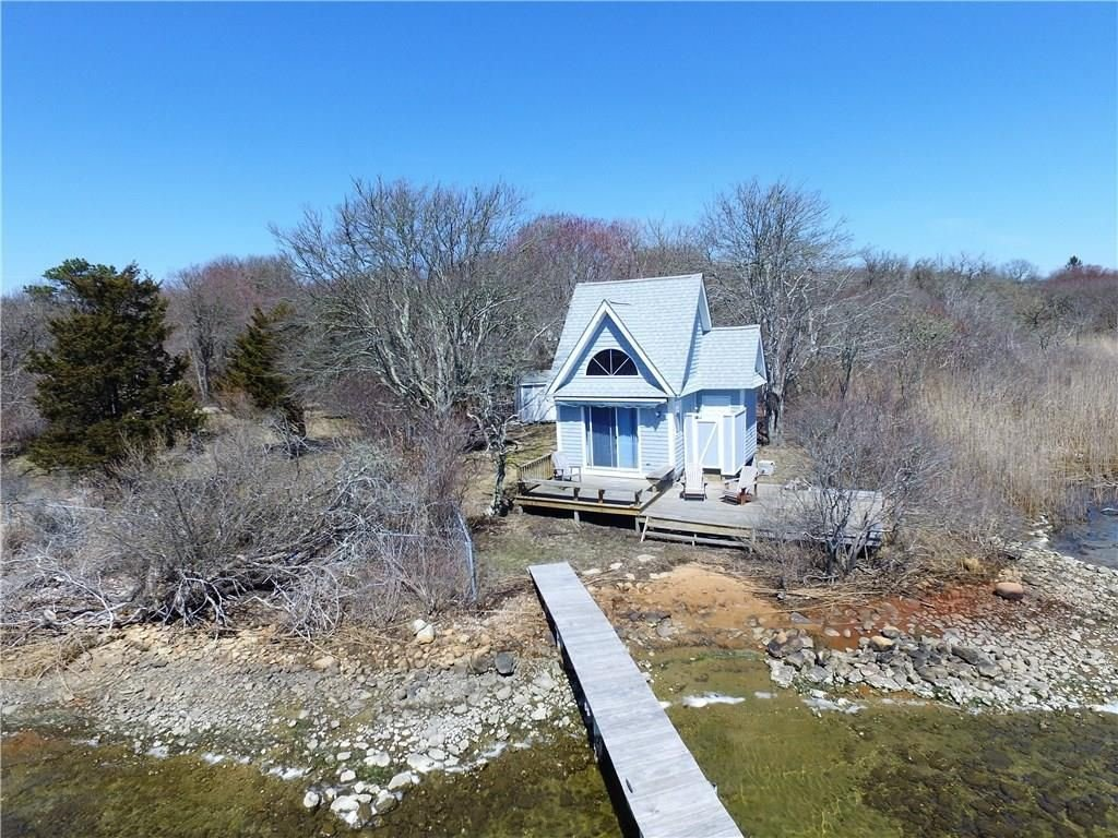 Tiny beach house south kingstown ri