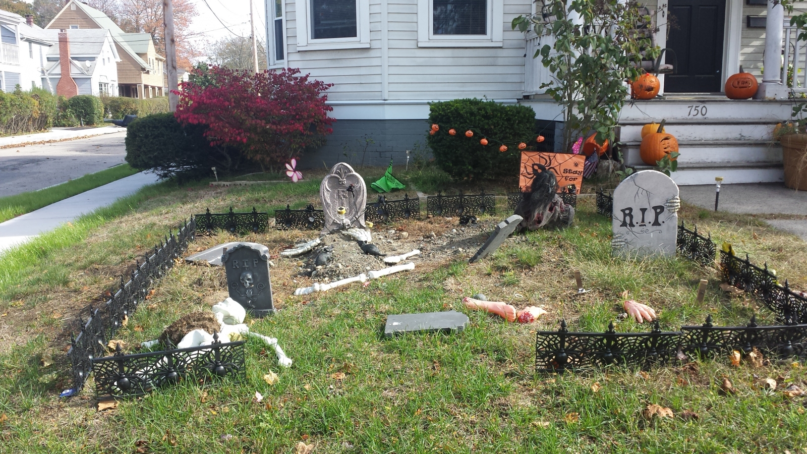 we took rides through some area neighborhoods in rhode island and massachusetts to find some of the best halloween decorations - Best Halloween Yard Decorations