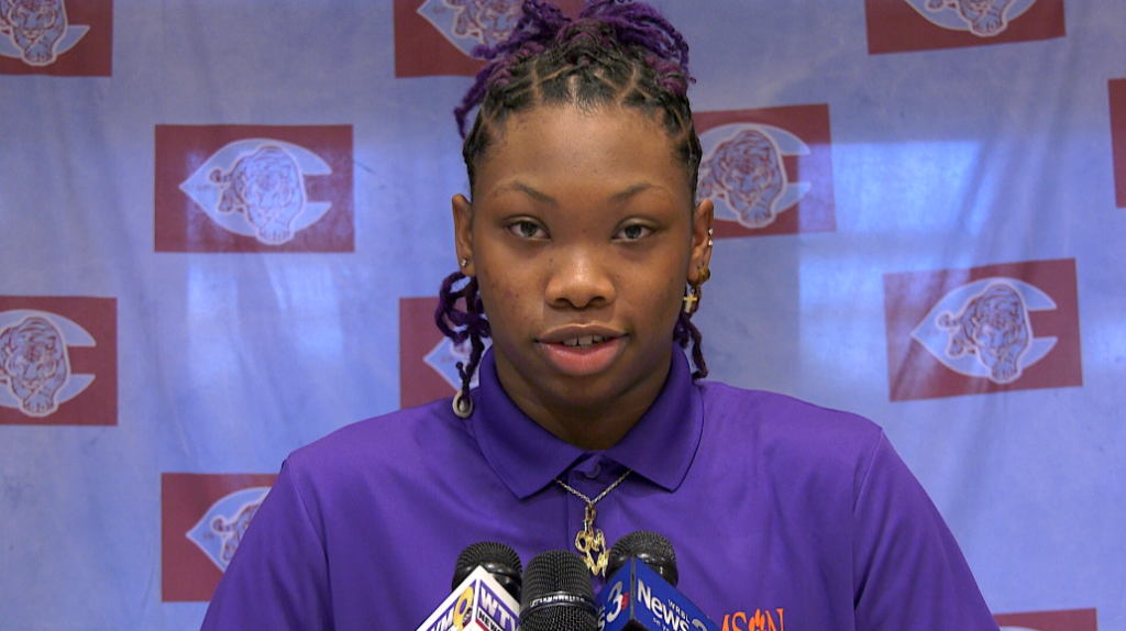 Carver's Kionna Gaines Signs With Clemson Women's Basketball